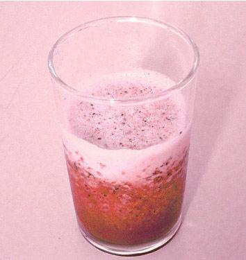 オレンジとベリーのジュース