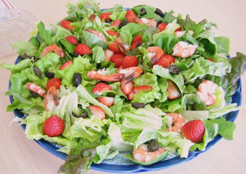 エビと苺のサラダ